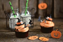 Halloween Cupcakes With Cottag...