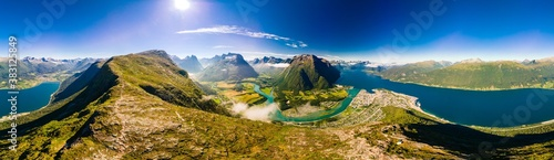 Rampestreken in Andalsnes, Norway. A famous tourist viewpoint Fototapet