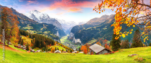 Fototapeta Scenic autumn view of picturesque alpine Wengen village and Lauterbrunnen Valley obraz