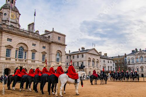Fotografiet ロイヤルホースガーズの交代式クローズアップ、ロンドン、イギリス