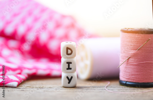 diy thread and needle on wooden table - bobbins with thread and needles, striped Fotobehang