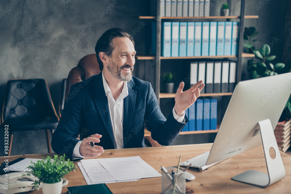 Fototapeta Portrait of his he nice attractive cheerful cheery glad friendly man head lawyer specialist expert meeting staff company online discussing plan at modern concrete industrial workplace station