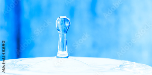 Foto Close up drop of water on blue background