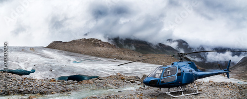 Fotomural Helicopter at the base of a mountain glacier near Whistler, BC