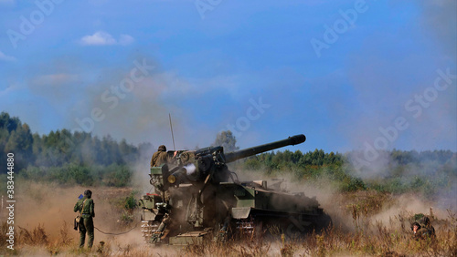 Fotografia Exercises on firing from artillery mounts are being held at the range