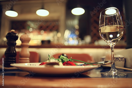 Fotografia glass white wine restaurant interior, abstract evening dinner with alcohol at th