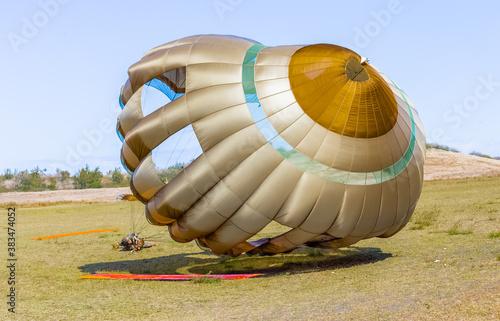 Valokuvatapetti Parachute au sol