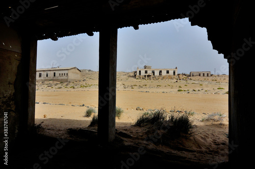 Fotografía Decaying architecture at Kolmanskop 2