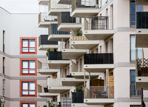 Photo apartment building with balconies