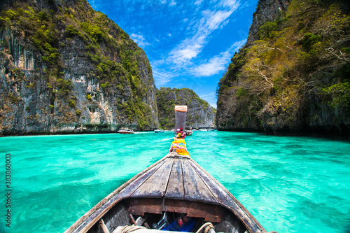 Fotografia Wooden boat on Phi Phi island, Thailand.