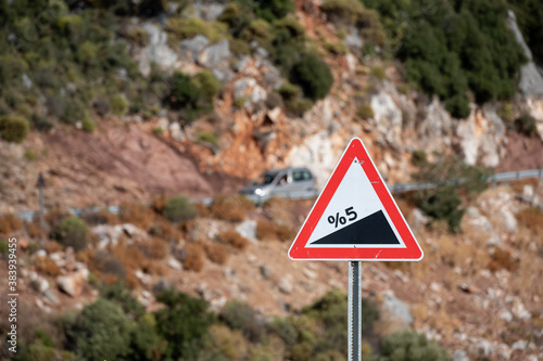 Fotografía Road sign informing about steep rise on the mountain serpentine road