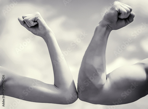 Fotografia Muscular arm vs weak hand