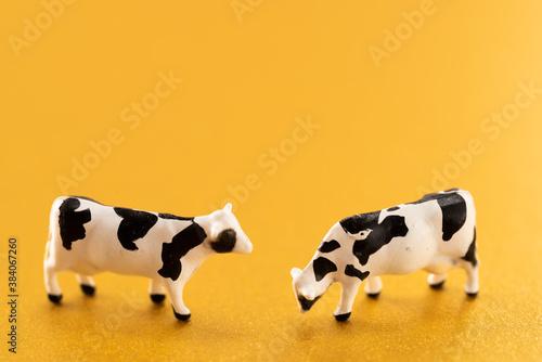 牛のおもちゃ Wallpaper Mural