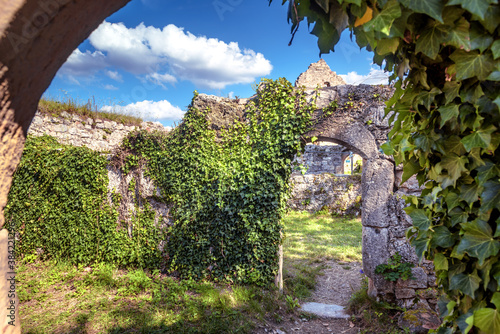 Fototapeta Hohenurach Castle in old town of Bad Urach, Germany. Overgrown with ivy ruins of this medieval castle is landmark of Baden-Wurttemberg. obraz