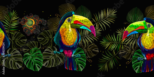 Naklejka premium Colorful keel-billed toucan birds, moon and palm leaves seamless pattern. Fashionable template for design of clothes, textiles. Embroidery art. Ramphastos sulfuratus. Jungle paradise background
