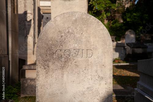 tombe covid dans un cimetière Wallpaper Mural