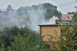 Dym z komina w miasteczku