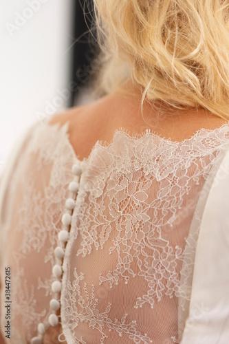 Leinwand Poster Braut im Brautkleid mit Spitze
