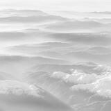 helle Berggipfel von oben im Dunst schwarz-weiss - 384524278