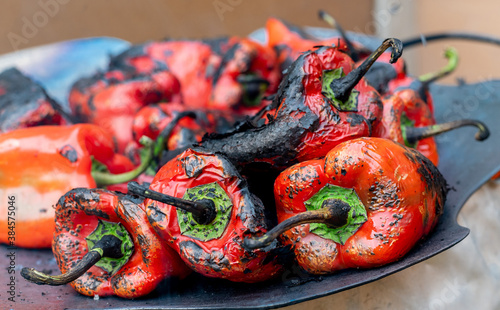 Photographie Fresh red peppers being grilled on hot plate for preparation of traditional Balk
