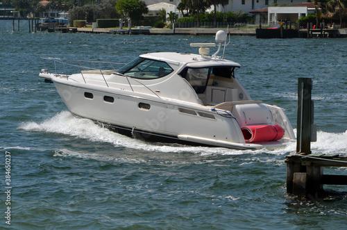 Cuadros en Lienzo High-end cabin cruiser on Biscayne Bay off of Miami Beach.