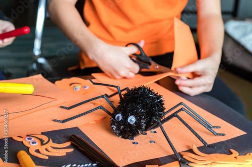 Foto Halloween kids craft preparations