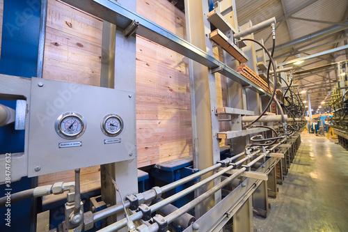 Fotografiet Press for the production of laminated veneer lumber