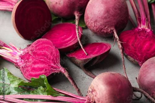 Fototapety, obrazy: Cut and whole raw beets on light grey table