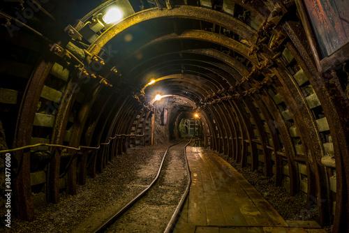 Fototapeta szyb w starej kopalni - aktualnie muzeum i atrakcja turystyczna obraz