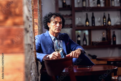 Fotomural Successful man caught while thinking