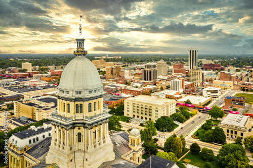 Obraz Aerial view of the Illinois State Capitol dome and Springfield skyline under a dramatic sunset. Springfield is the capital of the U.S. state of Illinois and the county seat of Sangamon County - fototapety do salonu