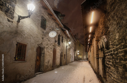 Cuadros en Lienzo The st Catherine's passage - one of the most picturesque lanes of Old Tallinn an