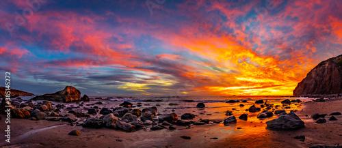 Fotomural Blazing Red/Orange Sunset Over The Ocean
