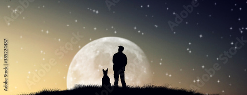 Photo silhouettes of men and dog in outdoor admiring moon night.
