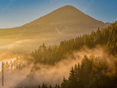 Fototapety, obrazy: Herbstlich Morgennebel in der Steiermark