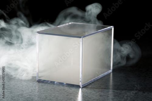 Tela プラスチック容器と煙
