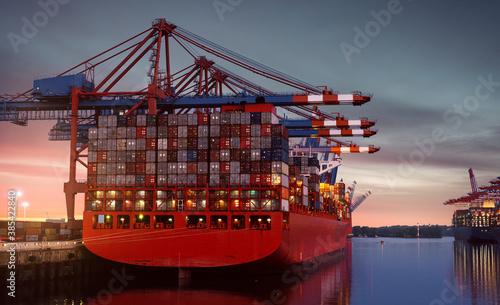 Obraz Container Schiff im Hamburger Hafen - fototapety do salonu