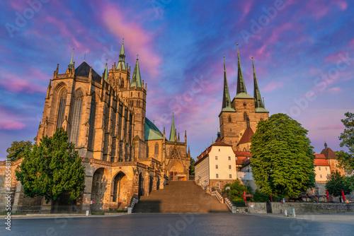 Der Domplatz in der historischen Altstadt von Erfurt, Thüringen, Deutschland Wallpaper Mural