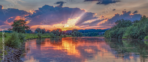Cuadros en Lienzo Sonnenuntergangsstimmung Weser Rinteln Panorama