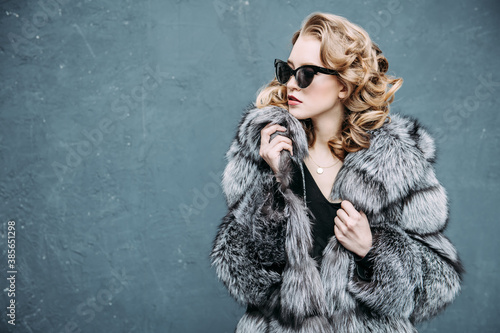 Fotografie, Obraz blonde in fur coat