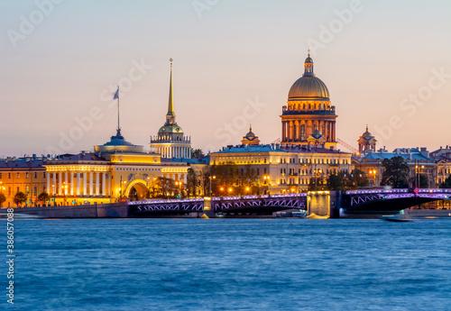 Valokuvatapetti Saint Petersburg cityscape with St