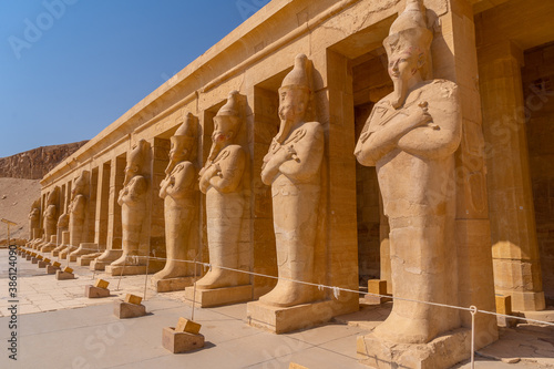 Sculptures of pharaohs entering the Funerary Temple of Hatshepsut in Luxor Canvas Print
