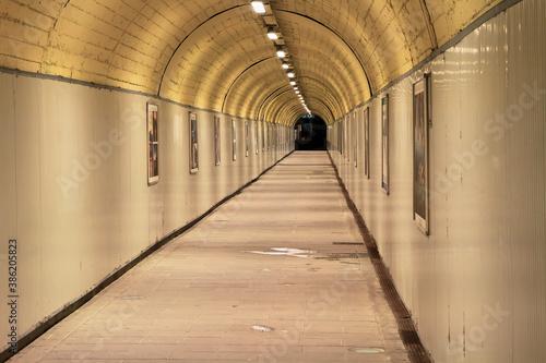 Fotomural Empty lighted underground pedestrian passage