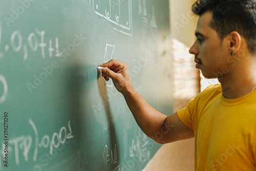 Photo Latin student in the classroom