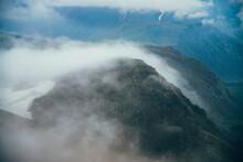 Atmospheric Minimalist Alpine ...