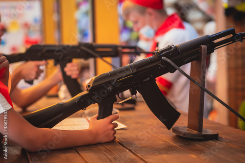 Papel de parede People aiming and shooting in target at a shooting firing range gallery in carni