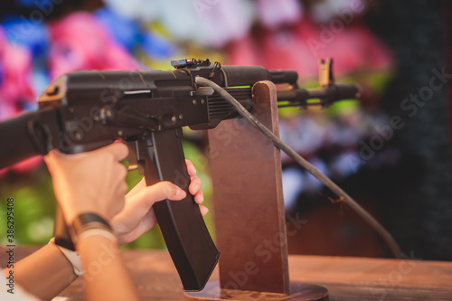 Fotografia People aiming and shooting in target at a shooting firing range gallery in carni