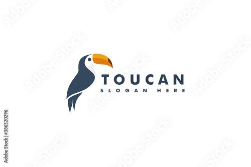 Naklejka premium Toucan bird mascot logo design. animal head icon vector logotype