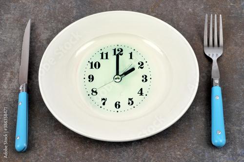 Obraz na plátně Concept d'heure des repas avec une assiette horloge et des couverts