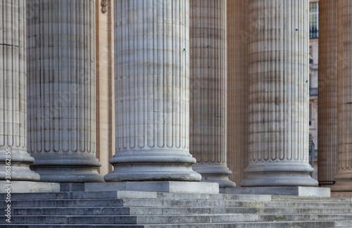 Foto colonnes palais de justice